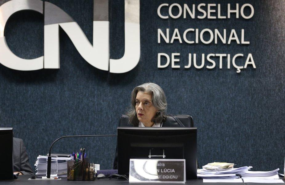 A ministra Cármen Lúcia comanda a primeira reunião do Conselho Nacional de Justiça (CNJ)
