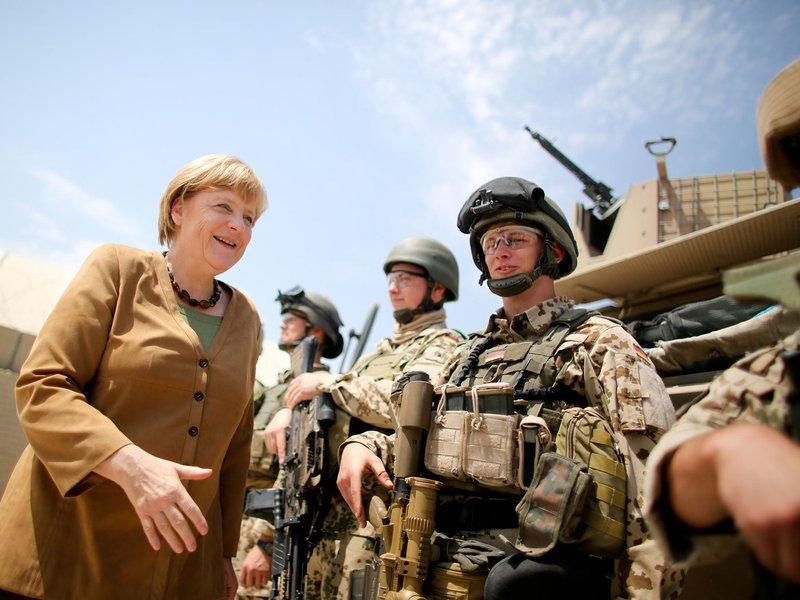 Chanceler alemã Angela Merkel vista tropas no Afeganistão; Alemanha, Afeganistão, terrorismo