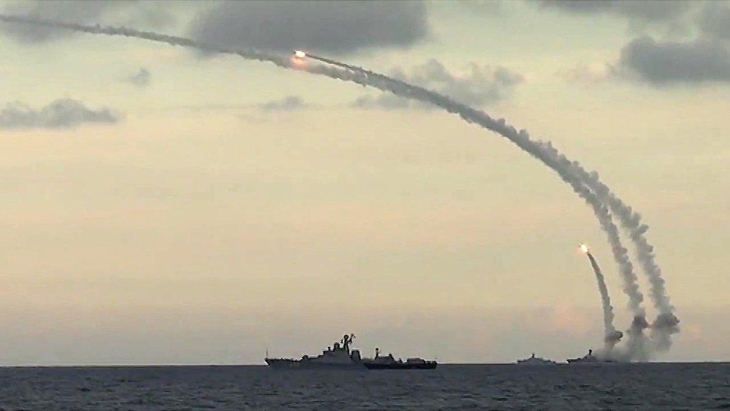 Rússia usa mísseis de cruzeiro contra alvos do Estado Islâmico na Síria