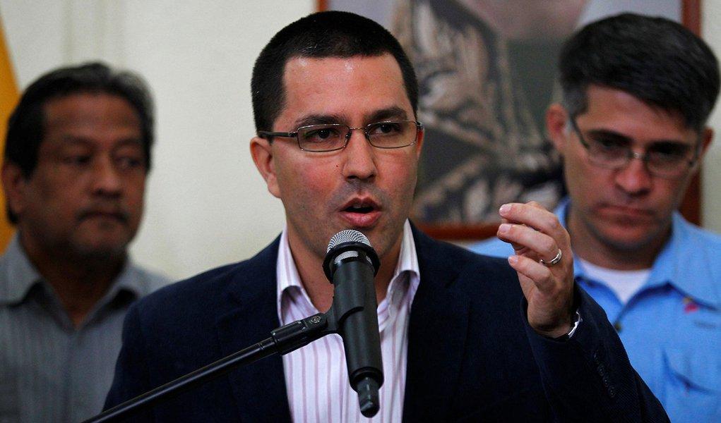 FILE PHOTO: Venezuela's Vice-President Jorge Arreaza talks to the media during a news conference in Caracas, Venezuela, September 25, 2013. REUTERS/Carlos Garcia Rawlins/File Photo
