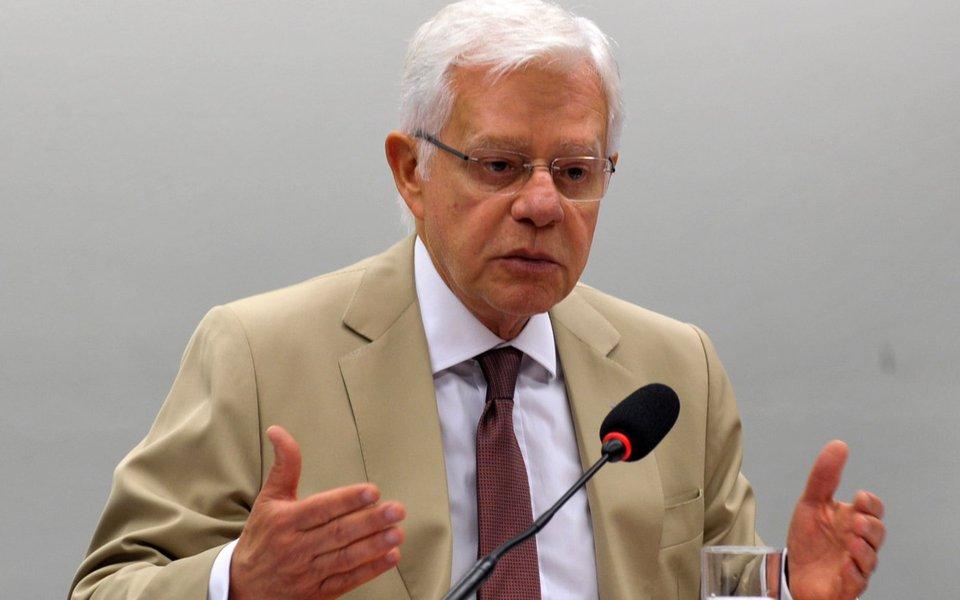 Ministro da Aviação Civil, Moreira Franco, fala na Comissão de Fiscalização Financeira e Controle, sobre a situação das obras dos aeroportos, o remanejamento de voos para o período da Copa (Antonio Cruz/Agência Brasil)