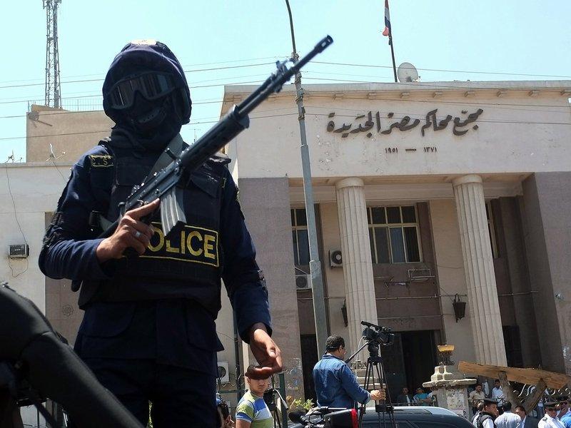 Soldado da polícia do Egito das forças especiais antiterroristas AFP PHOTO / KHALED DESOUKI (Photo credit should read KHALED DESOUKI/AFP/Getty Images)