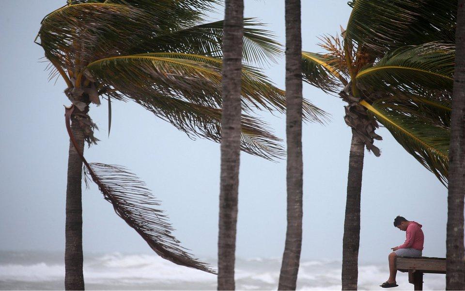 Praia é vista à medida que furacão Irma avança em direção a Hollywood, na Flórida REUTERS/Carlo Allegri