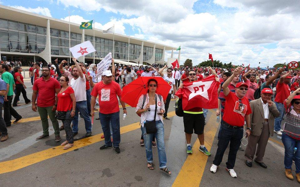 Brasília- DF 17-03-2016 Manifestantes contra o governo durante posse no planalto. Foto: Lula Marques/ Agência PT
