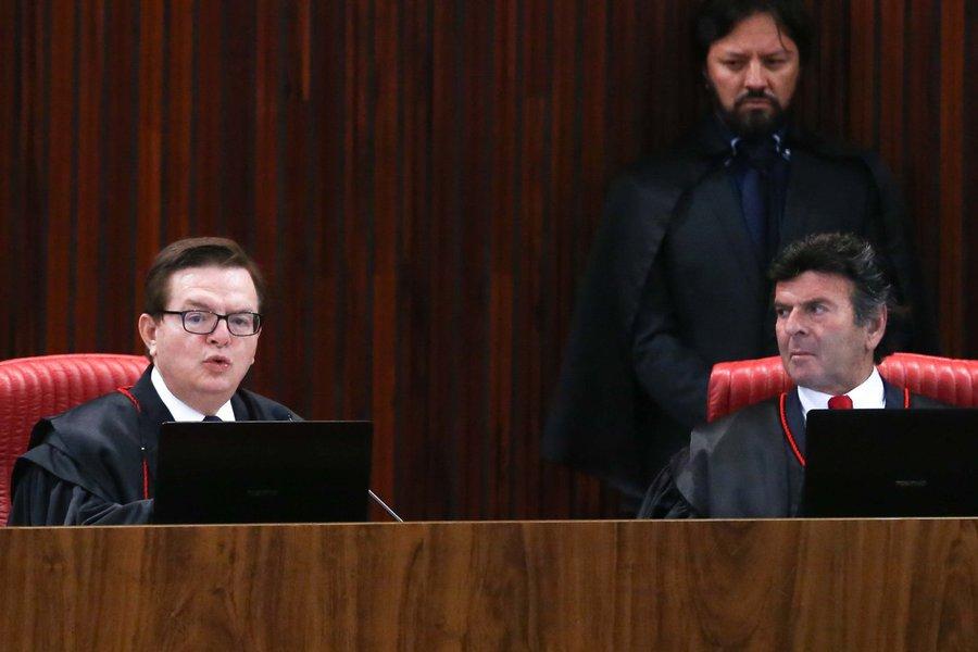 07/06/2017- Brasília- DF, Brasil- O ministro Antonio Herman Benjamin, relator no TSE da ação em que o PSDB pede a cassação da chapa Dilma-Temer, durante retomada do julgamento Foto: José Cruz/Agência Brasil