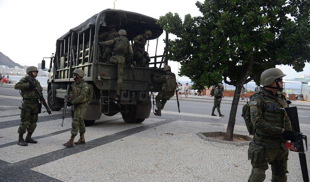 Rio de Janeiro - Forças Armadas atuam na segurança pública na praia de Copacabana, zona sul da capital fluminense (Tomaz Silva/Agência Brasil)
