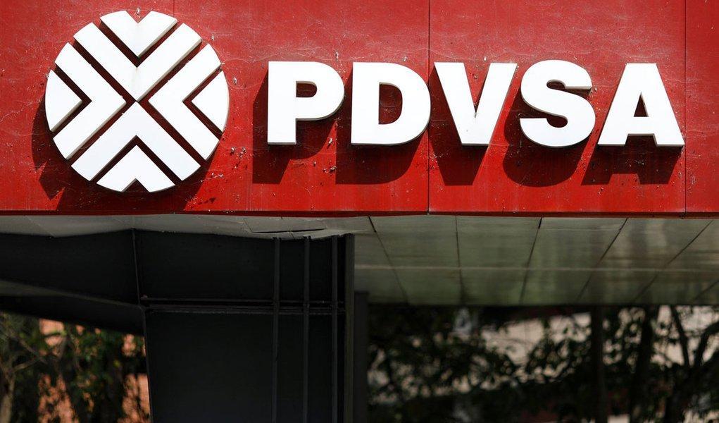 Logo da estatal de petróleo venezuelana PDVSA, é vista em Caracas 16/11/2017 REUTERS/Marco Bello