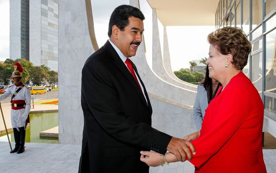 Maduro cumprimenta a presidente Dilma