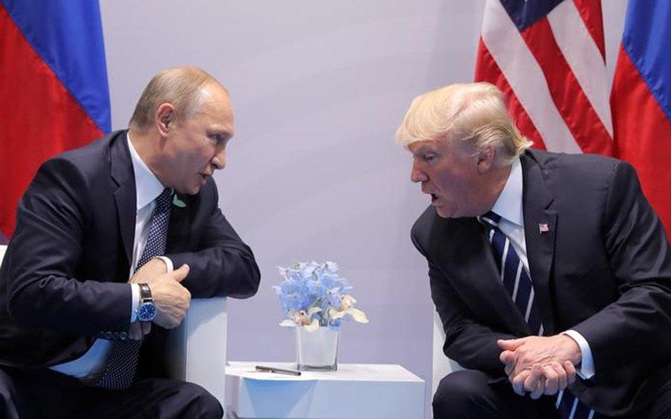Presidente da Rússia, Vladimir Putin, e presidente dos EUA, Donald Trump. 07/07/2017 REUTERS/Carlos Barria