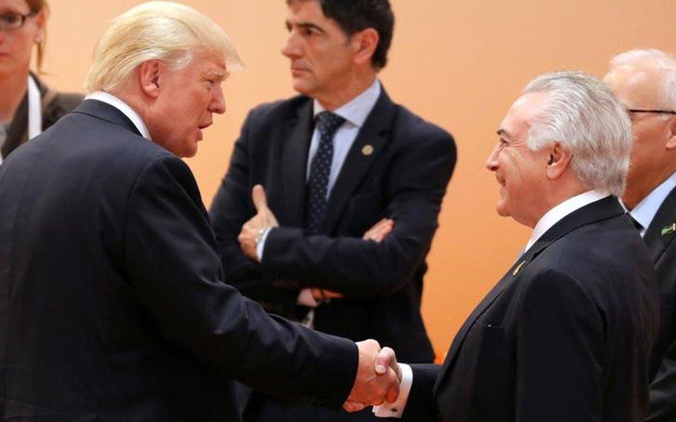 Temer e Trump se cumprimentam na cúpula do G20 em Hamburgo 8/7/2017 REUTERS/Ludovic Marin/Divulgação