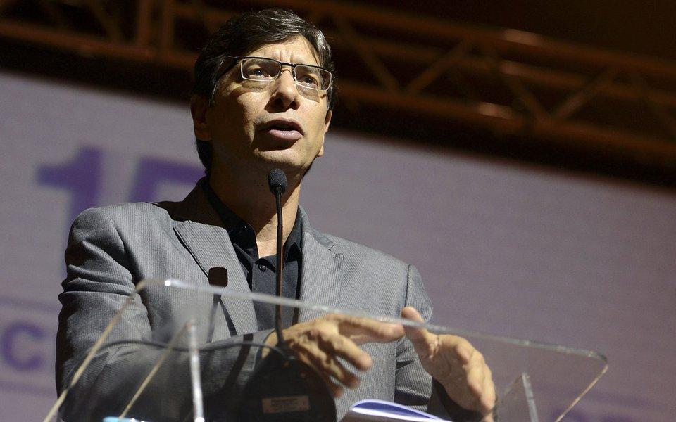 Brasília - Marcio Pochmann, da Fundação Perseu Abramo, fala na 15ª Conferência Nacional de Saúde (Elza Fiuza/ Agência Brasil)