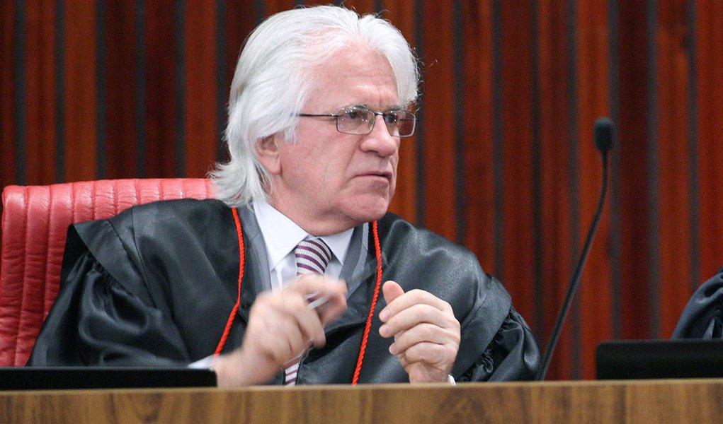 Ministros Napoleão Nunes Maia Filho e Tarcísio Vieira de Carvalho Neto durante sessão plenária do TSE para julgamento da Aije 194358. Brasília-DF, 08/06/2017 Foto: Roberto Jayme/Ascom/TSE