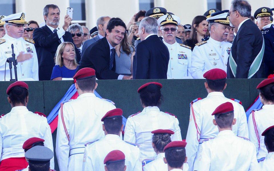 Bras�lia - O presidente Michel Temer participa da cerim�nia comemorativa ao Dia do Ex�rcito, no Quartel-General do Ex�rcito