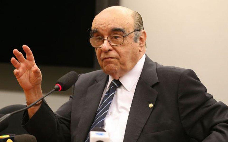 Cr�dito: Valter Campanato/Agencia Brasil. Deputado Bonif�cio de Andrada (PSDB-MG), relator da segunda den�ncia apresentada pela PGR contra o presidente Temer, fala � imprensa.