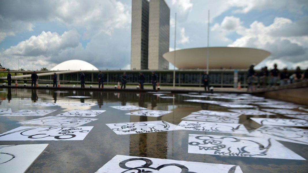 Brasília - O Movimento Vem Pra Rua realiza manifestações em todo o país. O ato é em apoio à Operação Lava Jato e contra a corrupção e a forma de se fazer política no Brasil (Marcello Casal Jr/Agência Brasil)