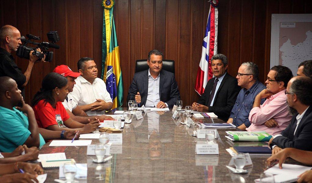 Governador Rui Costa se reúne com lideranças políticas e representantes do MST. Foto: Mateus Pereira/GOVBA