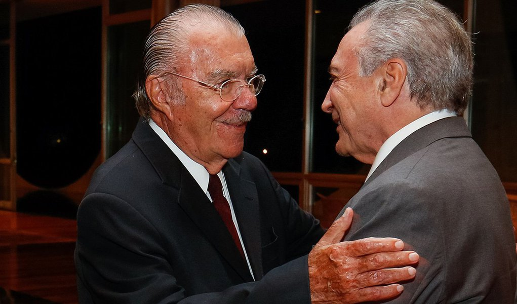 Brasília - A ex-senadora Roseane Sarney, José Sarney e o presidente Michel Temer durante jantar com a bancada do PMDB do Senado (Alan Santos/PR)