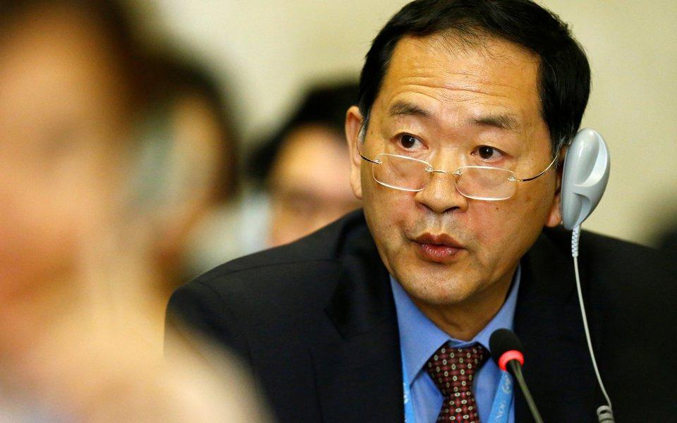 Embaixador da Coreia do Norte na Organização das Nações Unidas, Han Tae Song, durante Conferência sobre Desarmamento, na Suíça 05/09/2017 REUTERS/Denis Balibouse