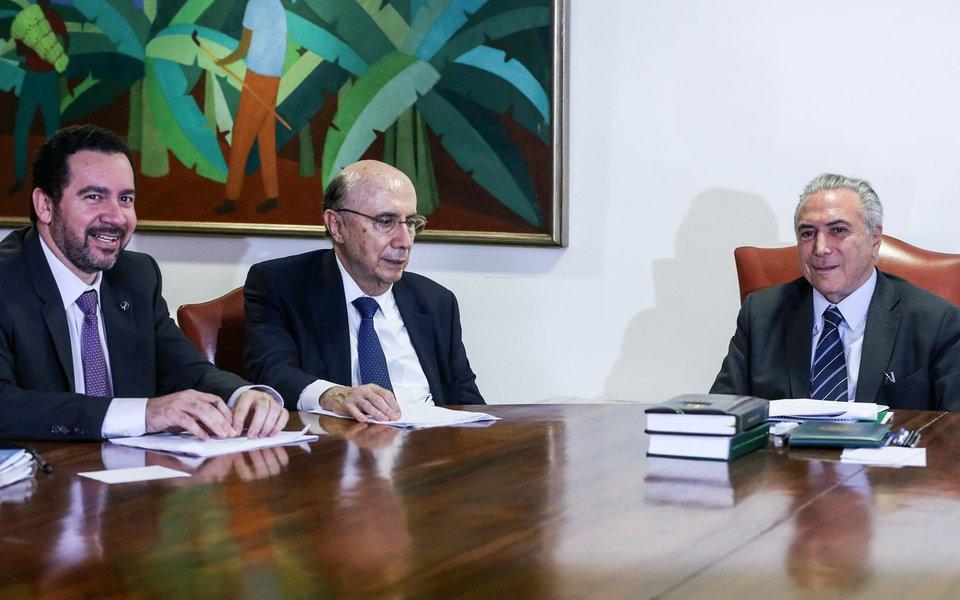 Brasília - Os ministros do Planejamento, Desenvolvimento e Gestão, Dyogo Oliveira, e da Fazenda, Henrique Meirelles e o presidente interino Michel Temer, durante reunião no Planalto (Valter Campanato/Agência Brasil)