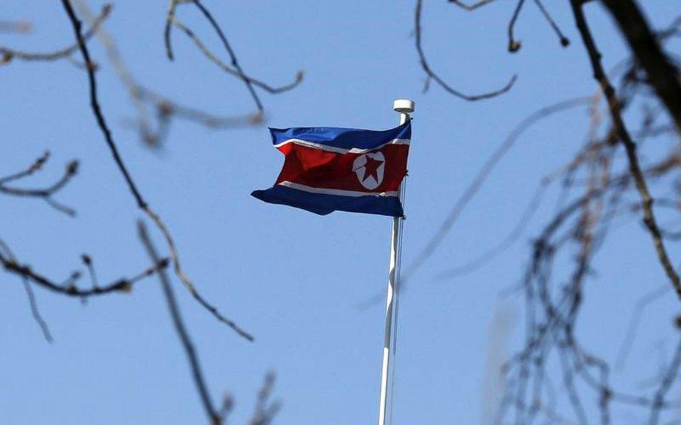 Bandeira da Coreia do Norte, em embaixada em Pequim, na China 06/01/2016 REUTERS/Kim Kyung-Hoon