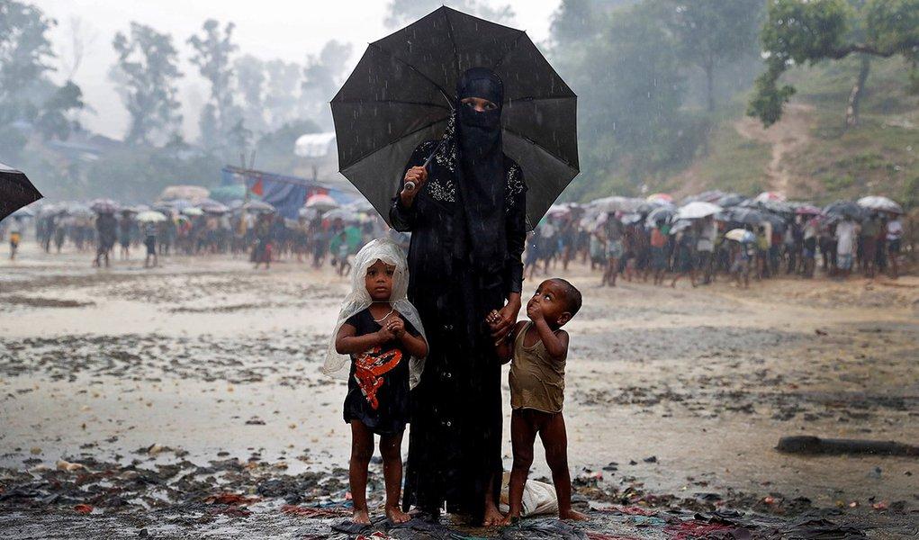 Muçulmanos rohingya posam para foto em campo de refugiados em Cox's Bazar, Bangladesh 19/09/2017 REUTERS/Cathal McNaughton