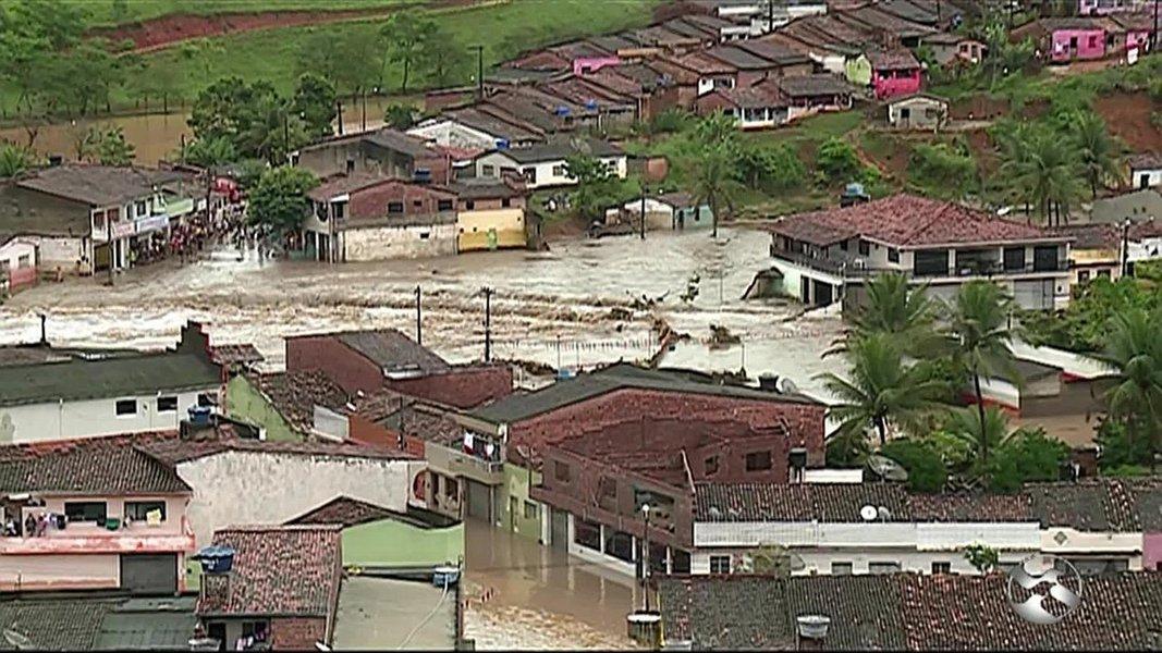 Chuvas causam destruição e mortes em Pernambuco