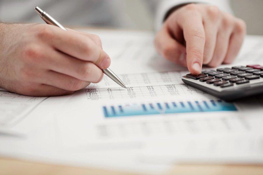 Investimentos, contas, dívidas, endividamento, investir, bolsa