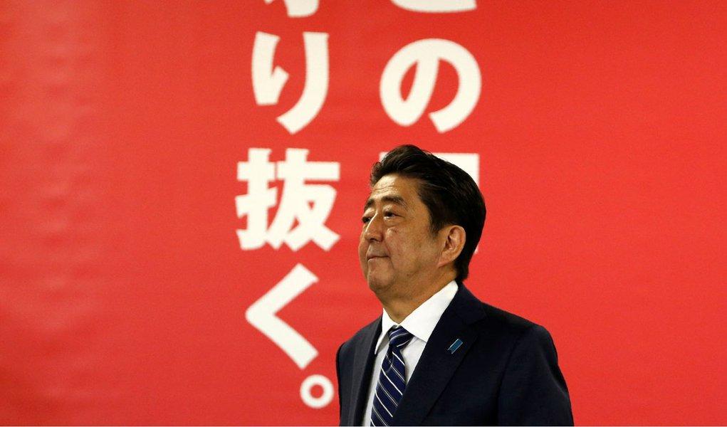 Primeiro-ministro do Japão, Shinzo Abe, durante coletiva de imprensa em Tóquio 23/10/2017 REUTERS/Toru Hanai