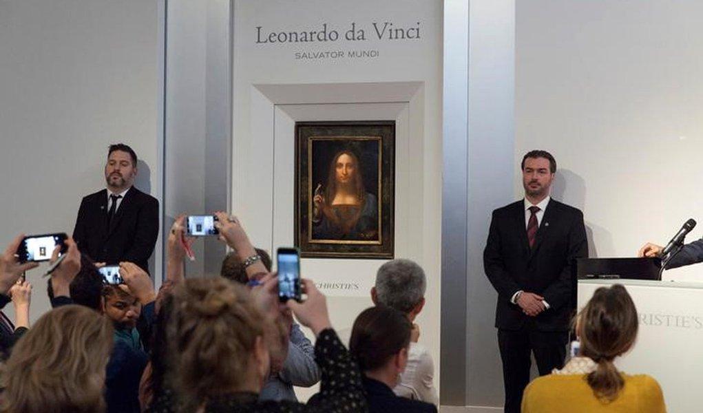 """Quadro """"Salvator Mundi"""" de Leonardo da Vinci é exibido na casa de leilões Christie's, em Nova York 10/10/2017 Cortesia da Christie's/Divulgação via REUTERS"""