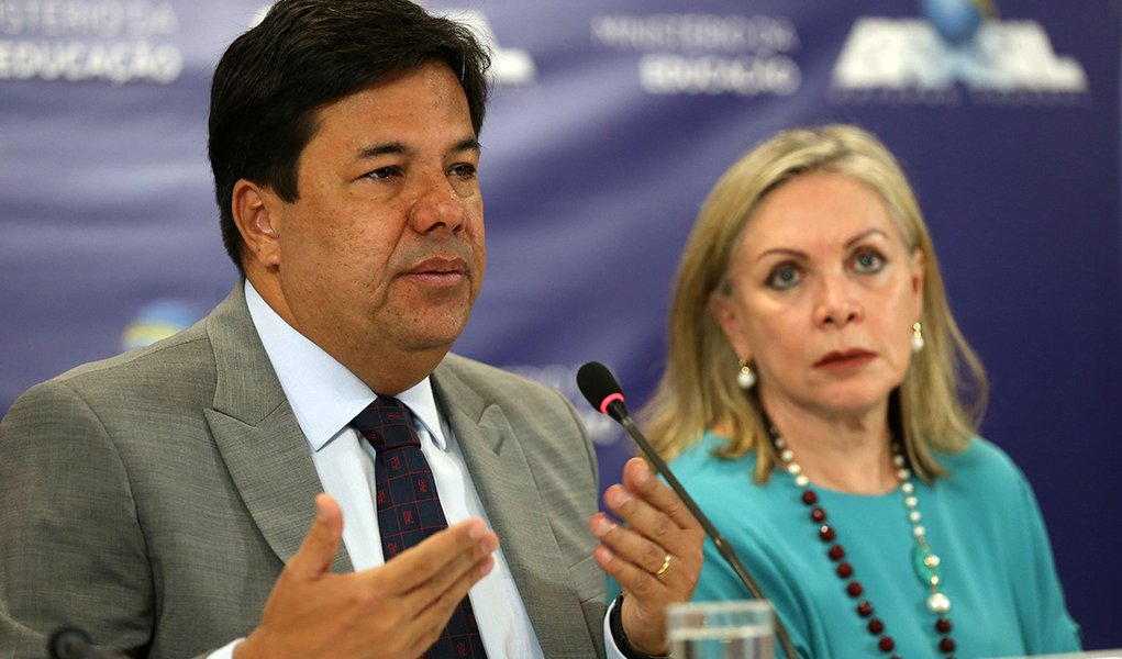 Brasília - O ministro da Educação, Mendonça Filho, e a presidente do Inep, Maria Inês Fini, durante divulgação do Censo da Educação Superior 2016 (José Cruz/Agência Brasil)