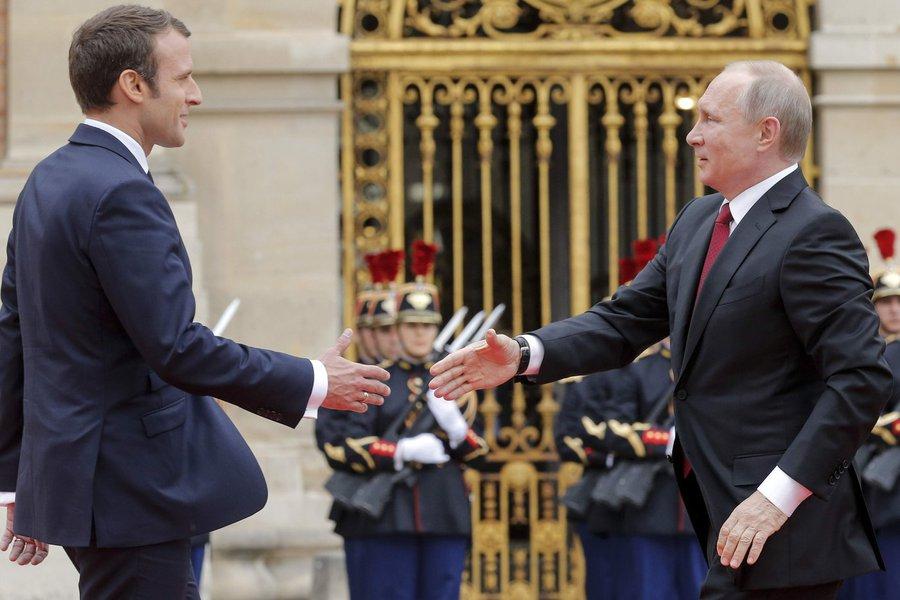 Presidente da França, Emmanuel Macron, e presidente da Rússia, Vladimir PUtin
