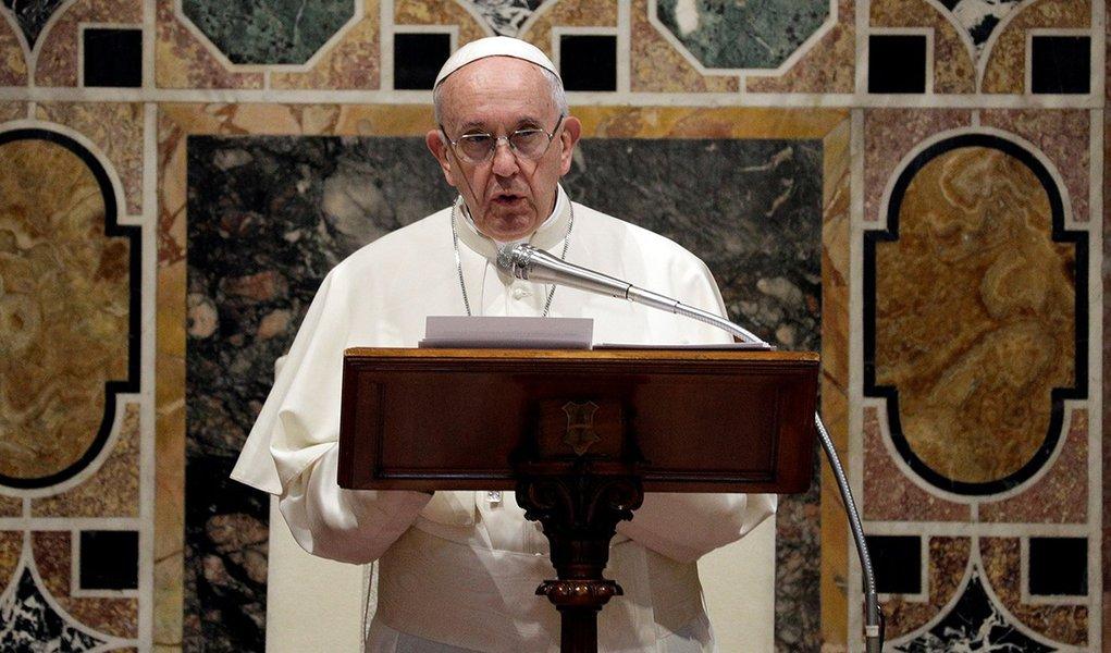 Papa Francisco para para diplomatas na Cidade do Vaticano 8/01/2018 REUTERS/Andrew Medichini/Pool