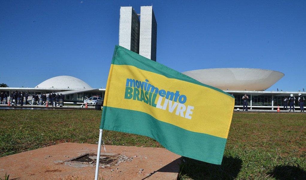 Integrantes do Movimento Brasil Livre realizam ato em frente ao Congresso Nacional (Valter Campanato/Agência Brasil)