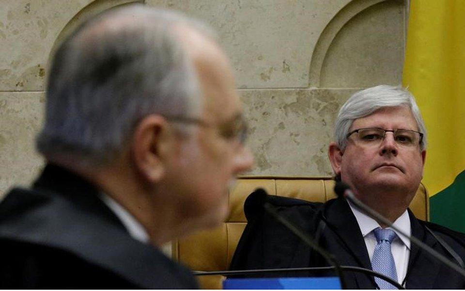 Janot ouve Fachin em sessão do STF em Brasília 15/3/2017 REUTERS/Ueslei Marcelino