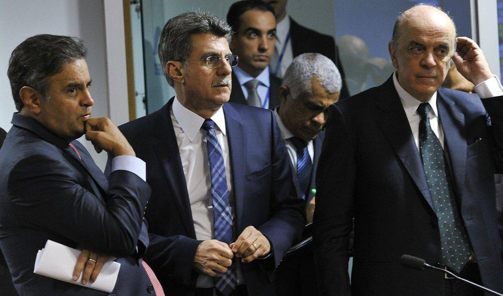 senador Aécio Neves (PSDB-MG); senador Romero Jucá (PMDB-RR); senador José Serra (PSDB-SP)