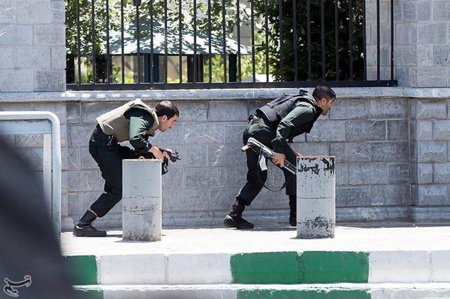 Polícia do Irã em ação contra terroristas do Estado Islâmico
