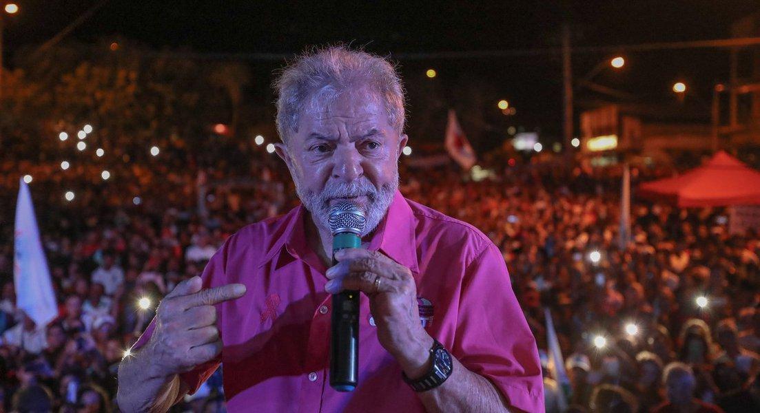 Lula na caravana em Minas