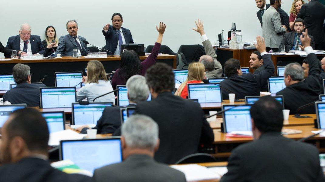 10/08/2017- Brasília- DF, Brasil- Comissão da reforma política. Votação e discurassão dos destaques. Foto: Lula Marques/AGPT