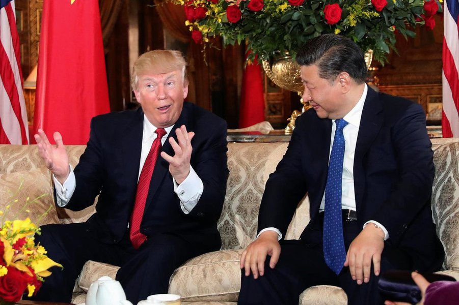 President Donald Trump interacts with Chinese President Xi Jinping at Mar-a-Lago state in Palm Beach, Florida. REUTERS/Carlos Barria