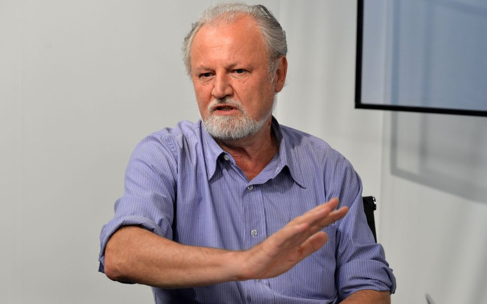 O líder dos Trabalhadores Rurais Sem Terra (MST), João Pedro Stédile, durante entrevista no programa Espaço Público, fala sobre a mobilização nacional em defesa da Petrobras (Valter Campanato/Agência Brasil)