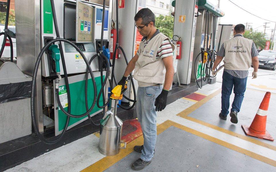 O Governador de São Paulo, durante fiscalização aos postos de gasolina. Local: São Paulo. Data: 17/10/2016 Foto: Ciete Silvério/A2IMG