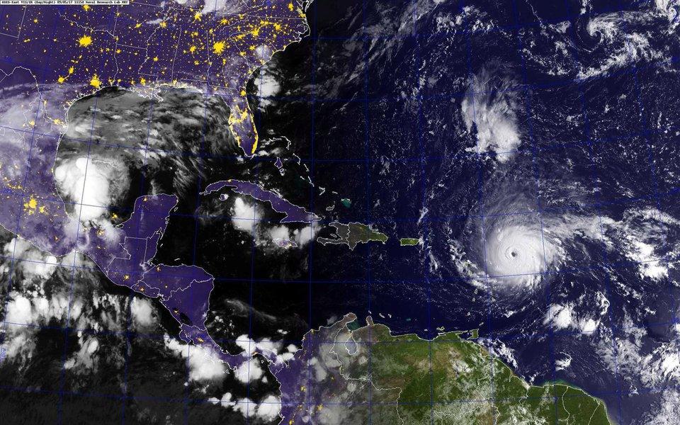 Foto da Marinha dos Estados Unidos de furacão Irma ao leste das ilhas Leeward no Oceano Atlântico 05/09/2017 Marinha dos Estados Unidos/Divulgação via REUTERS