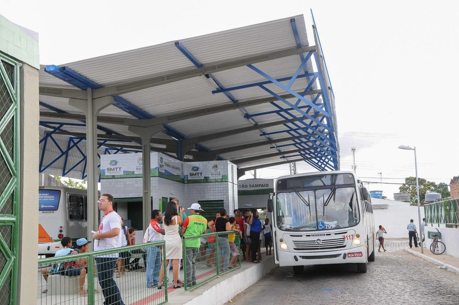 Inaugura��o do Terminal de �nibus do Conjunto Jo�o Sampaio Foto:Marco Ant�nio/Secom Macei� *** Local Caption *** Inaugura��o Terminal Jo�o Sampaio