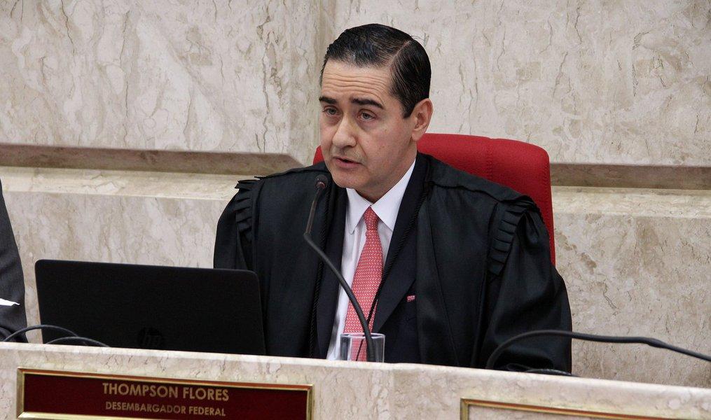Presidente do Tribunal Federal da 4ª Região (TRF-$),Carlos Eduardo Thompson Flores Lenz