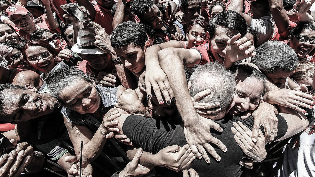Barbalha- CE- Brasil- Ex-presidente Lula é recebido por militantes na cidade de Barbalha. Lula participa de comícios nas cidades de Fortaleza, Barbalha e Iguatu. Foto: Ricardo Stuckert/ Instituto Lula
