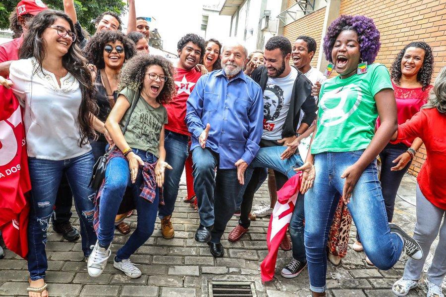 Lula na Bahia com estudantes . Foto Ricardo Stuckert