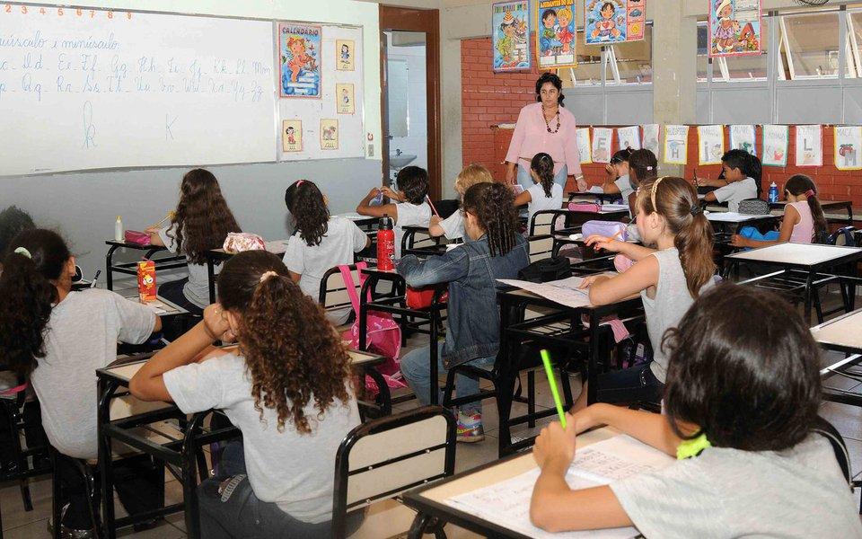 Volta �s Aulas na rede estadual de ensino. Cr�dito: Osvaldo Afonso/Imprensa MG Data: 06-02-2012 Local: Escola Estadual Leon Renault