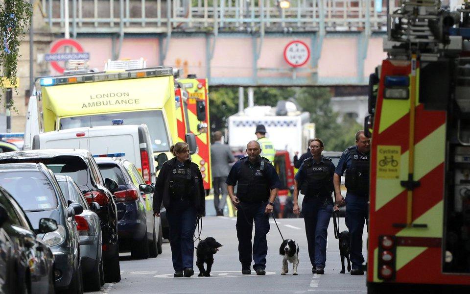 Polícia britânica após incidente na estação de metrô Parsons Green, em Londres 15/09/2017 REUTERS/Luke MacGregor