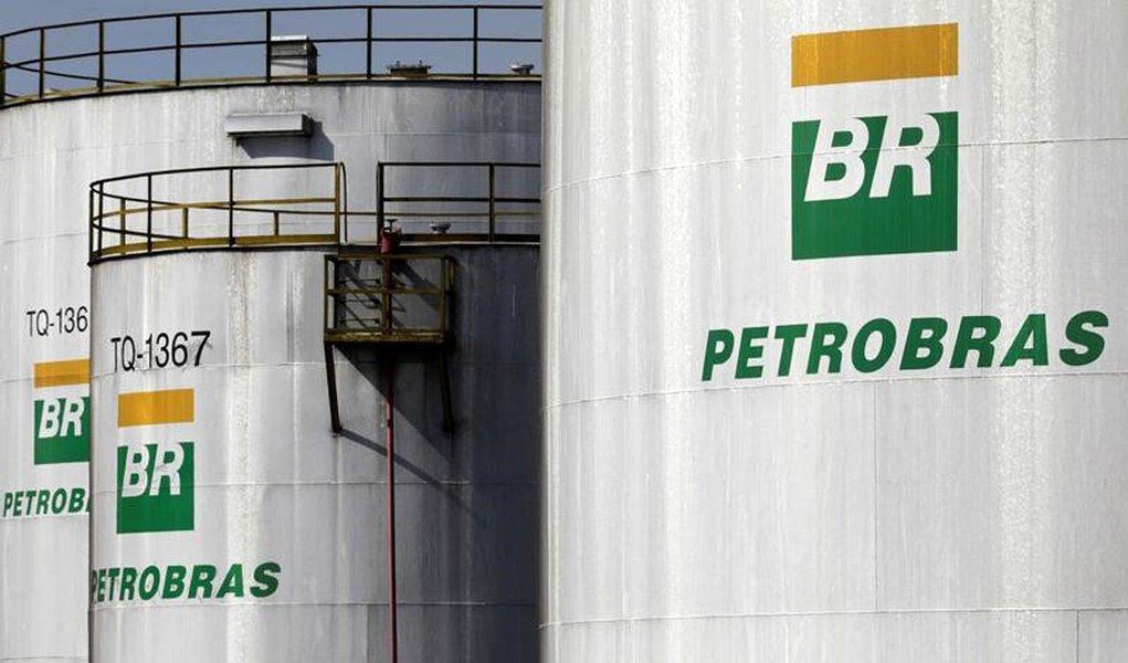Tanques da Petrobras em refinaria da estatal em Paulínia, no Estado de São Paulo, Brasil 01/07/2017 REUTERS/Paulo Whitaker