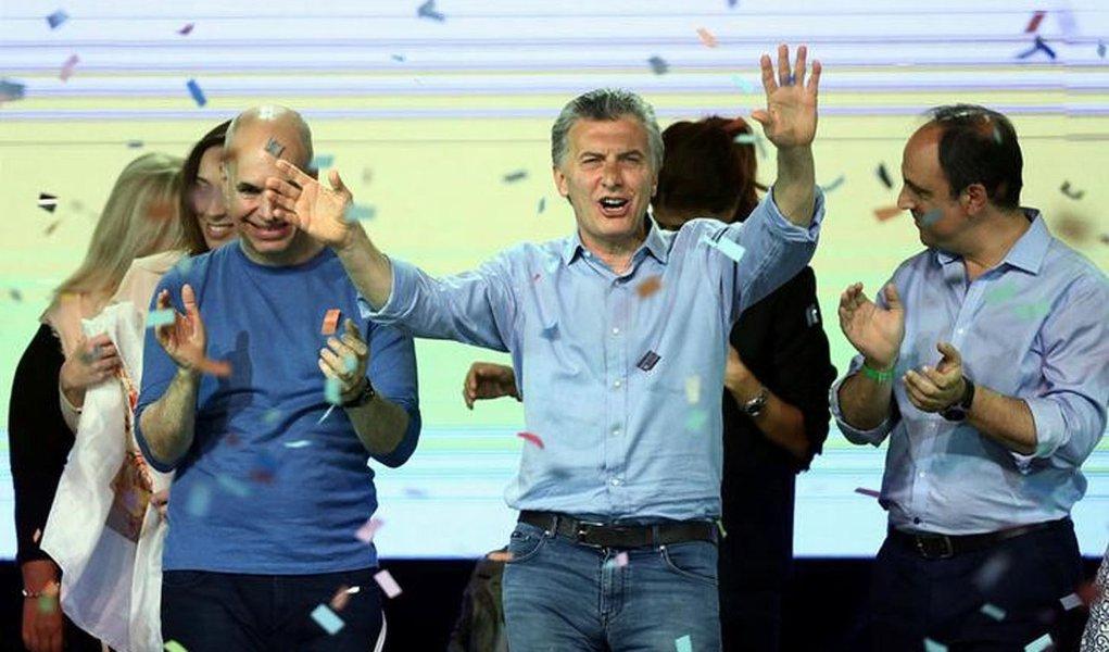 Presidente da Argentina, Mauricio Macri, comemora resultado de eleição parlamentar em sede da campanha, em Buenos Aires 22/10/2017 REUTERS/Marcos Brindicci